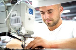 Criza forței de muncă: de ce dificultăți se lovește un producător de tapițerii auto din Vâlcea