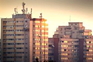 Locuințele din marile orașe s-au scumpit cu 4% în primele trei luni ale anului
