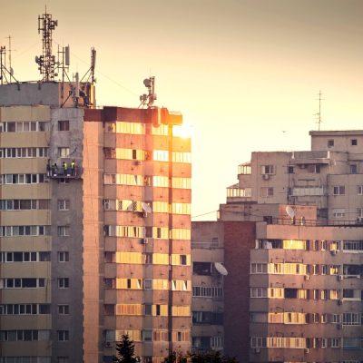 Recomandările analiștilor pentru românii care vor să își ia o locuință prin Prima Casă: Dobânzile ar putea exploda