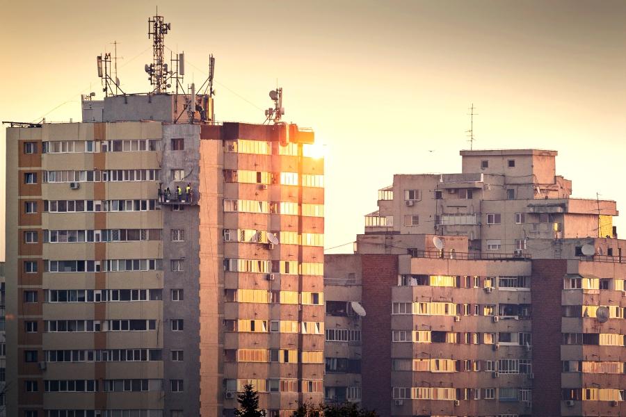 Casă în proprietate sau chirie? Ce locuințe preferă românii