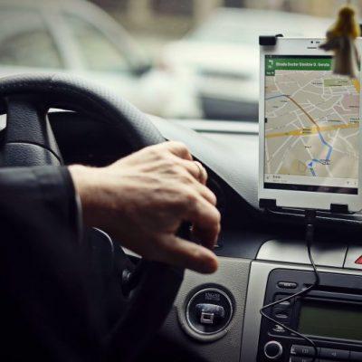 Afaceri la vedere. Câți bani generează aplicațiile de transport urban, precum Uber și Clever