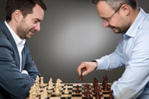 Cum au făcut doi antreprenori un business din sedentarismul corporatiștilor