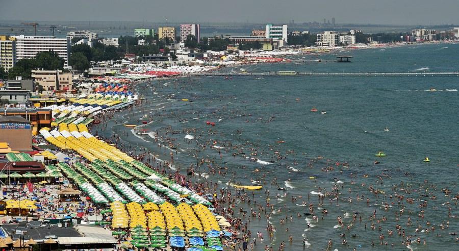 Record de turiști pe litoral. Stațiunea Mamaia a fost ocupată peste 60% în weekend