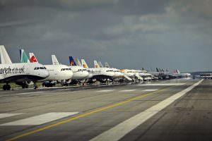 aeroport_otopeni_henri coanda_avioane_pista_mediafax_newmoney-min (1)