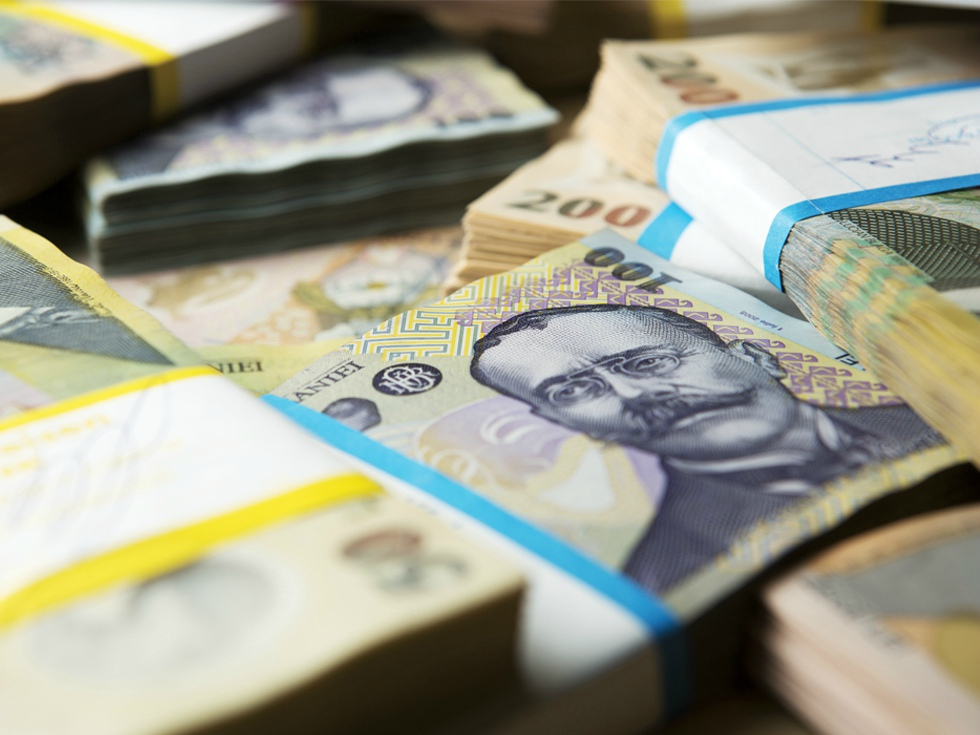 Sondaj Adecco: Patru din zece companii așteaptă un răspuns de la sediul central privind majorarea salariilor brute în 2018