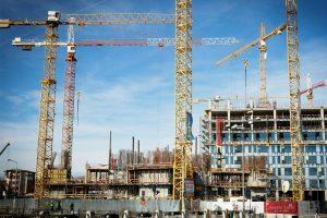 Paradox beton: PIB-ul crește, construcțiile scad