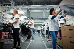 Prăbușirea industriei: de ce șirul închiderilor de fabrici va continua