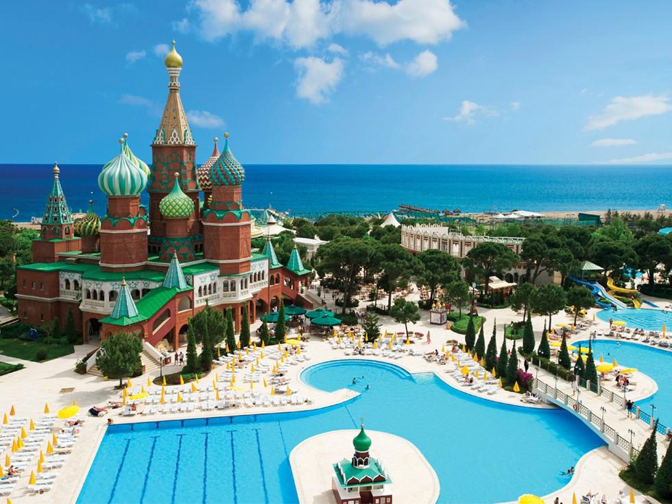 Ce strategii au adoptat agențiile de turism pentru a înlocui destinațiile de vacanță riscante