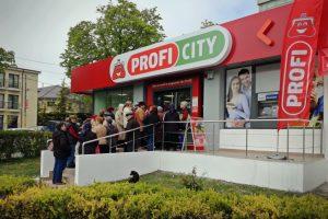 Profi inaugurează magazine pe bandă rulantă: câte unul la două zile