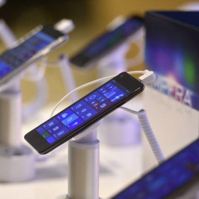Cum să-ți vinzi vechiul telefon la un preț bun. 6 trucuri pentru ca afacerea să devină profitabilă