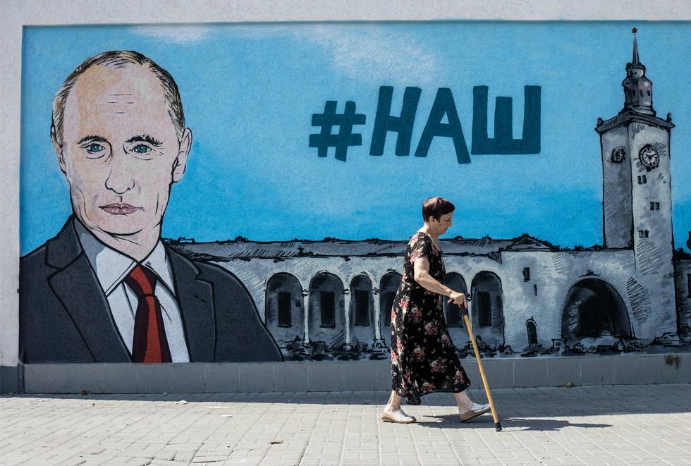 Trei ani de dominație Putin. Cum piratează locuitorii Crimeii brandurile străine: Starbucks e Starmaks
