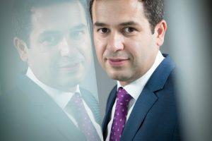 Cine este Petrișor Grindeanu, șeful unei companii dintr-o țară africană în care Titulescu este erou național
