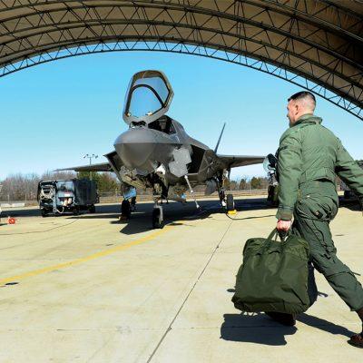 Avionul F-35, arma secretă a aviației SUA ori o greșeală de un trilion de dolari?
