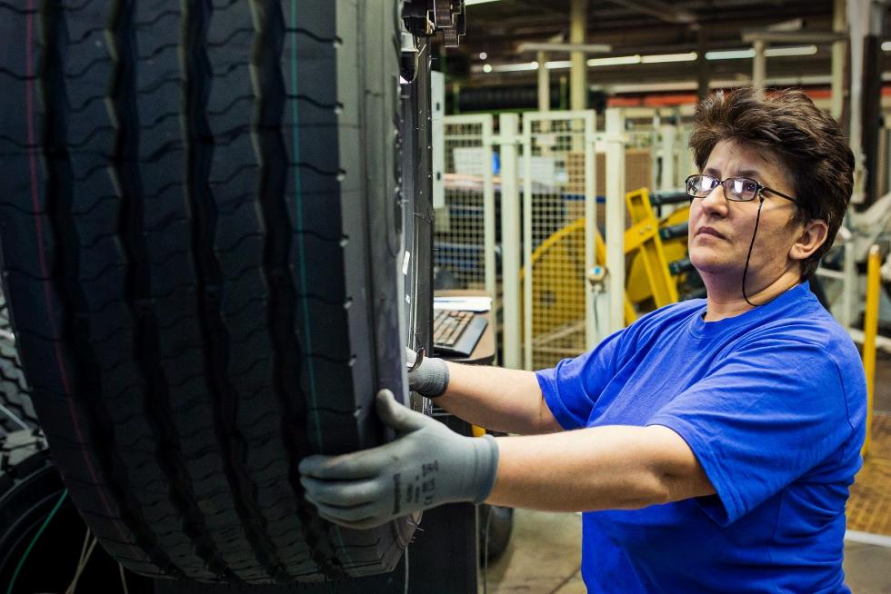 ACAROM: Industria auto a înregistrat anul trecut afaceri de peste 22 de miliarde de euro