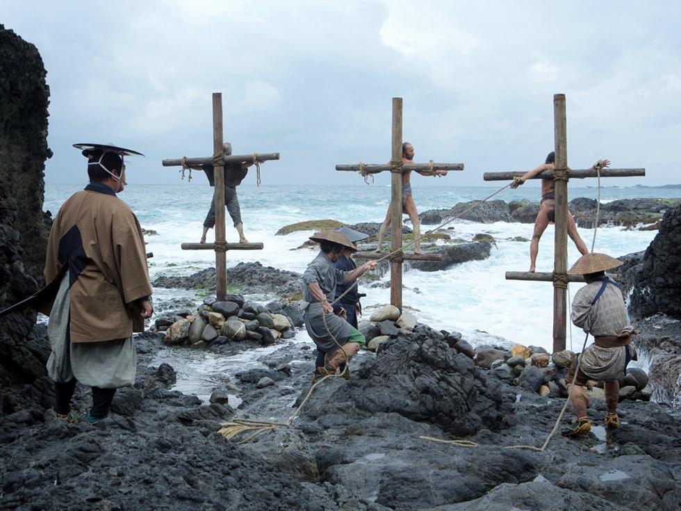 """""""În tăcere"""": un film chinuitor despre maltratarea creștinilor din Japonia, marca Martin Scorsese"""