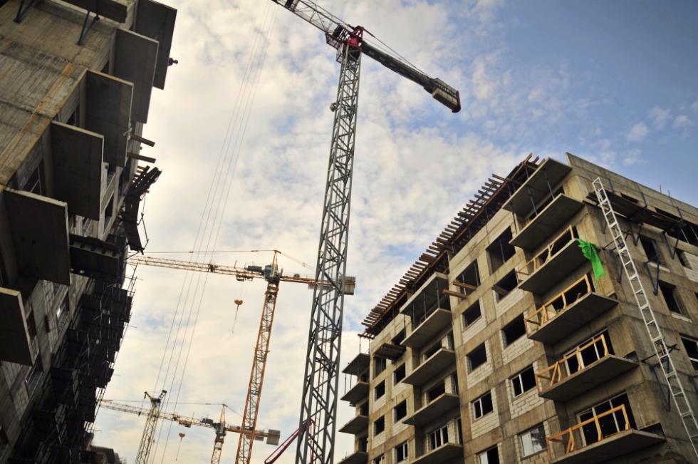 Românii nu mai cumpără locuințe. Veniturile dezvoltatorilor imobiliari sunt în scădere