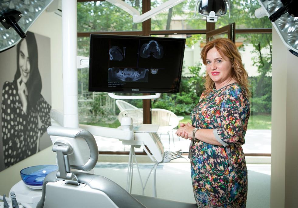 Cum a transformat o doctoriță frica de dentist în cea mai puternică rețea de stomatologie din România