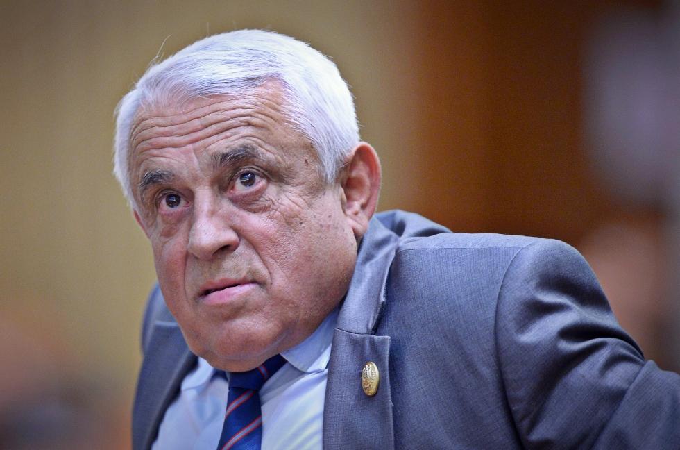 Propunerile lui Radu Paraschivescu pentru brandul de țară: micul cu muștar, sacoșa de rafie sau Daea vorbind în buclă
