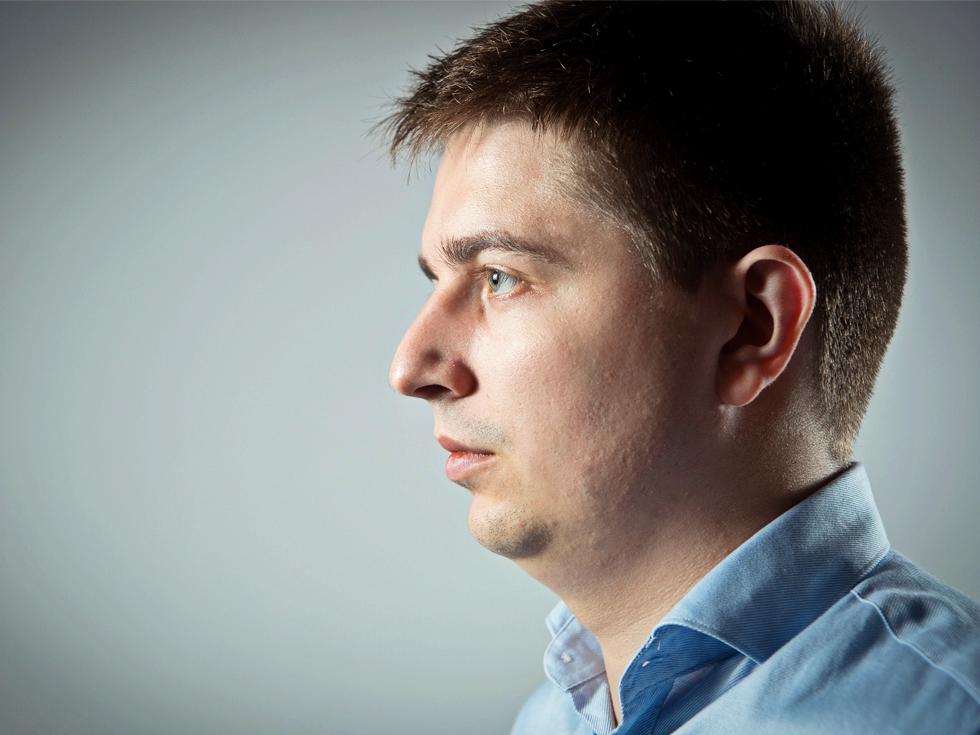 Vânătorul de hackeri: cum reușește un tânăr de 24 de ani să curețe internetul de pirații cibernetici