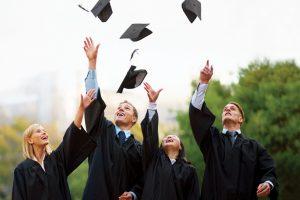 Absențe motivate: Cum afectează înjumătățirea numărului de absolvenți de facultate o piață a muncii deja tensionată