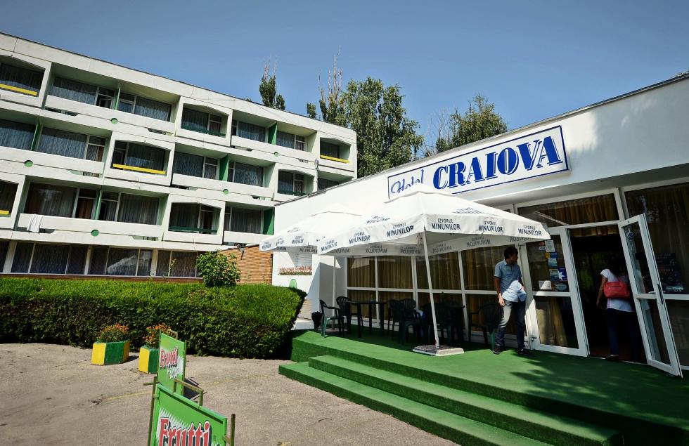 Frații Micula, proprietarii European Drinks, riscă să piardă clasificarea hotelurilor de pe litoral lăsate în paragină