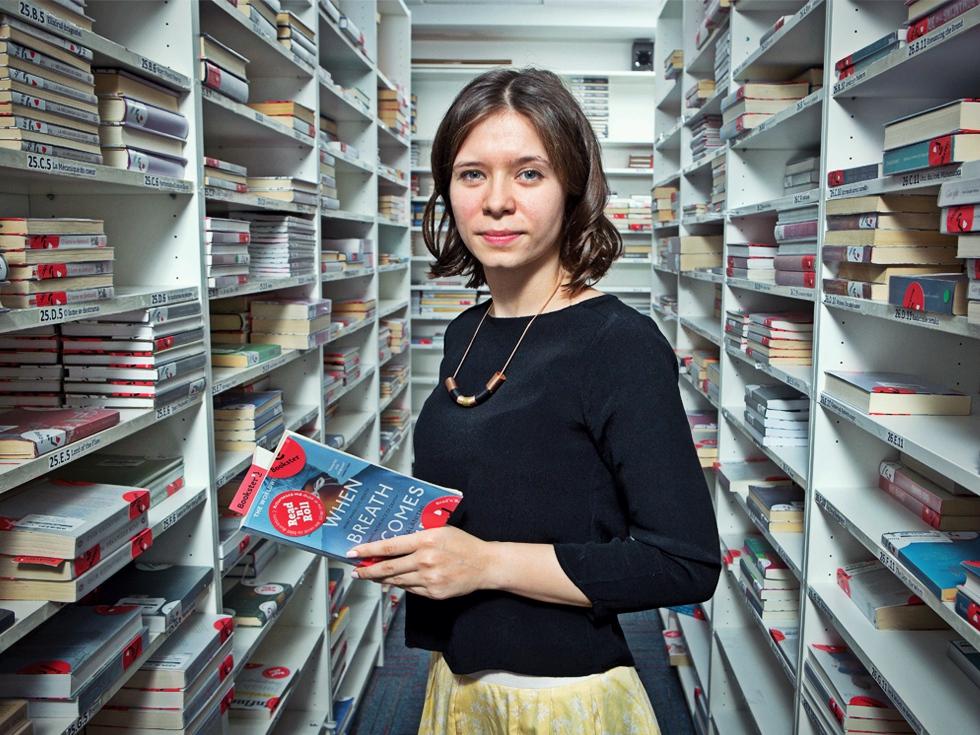 Doi foști consultanți fac un milion de euro pe an din cărți de specialitate pe care le împrumută angajaților din corporații