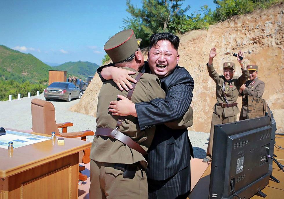 Povestea unui dictator nebun. Cum maschează Kim Jong-Un problemele interne amenințând pacea mondială