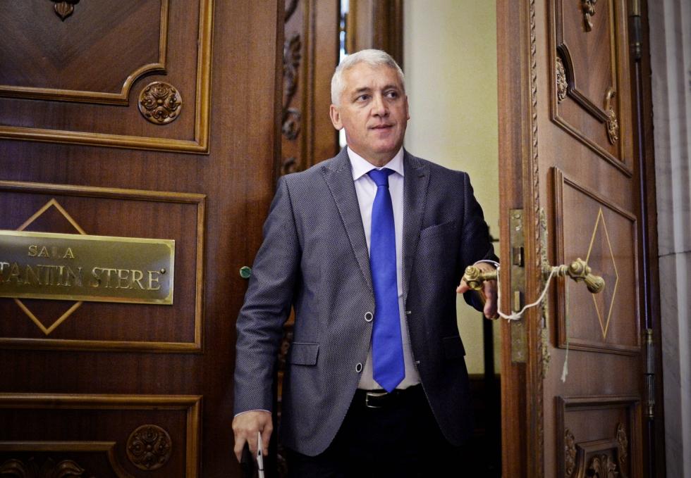 Dedesubturile demisiei lui Adrian Țuțuianu, ministrul Apărării. De ce nu mai sunt bani pentru salariile militarilor