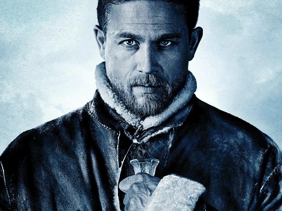 """Recomandare de film: """"King Arthur: Legend of the Sword"""", cea mai violentă variantă a poveștii arthuriene"""