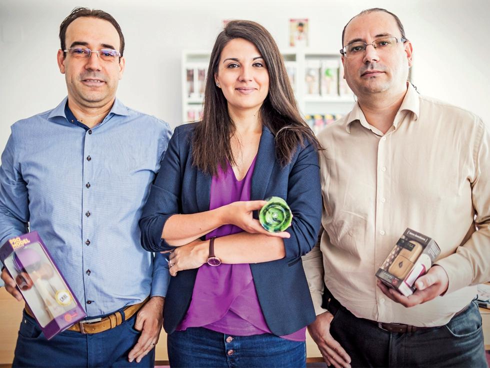 O familie de tineri antreprenori face afaceri de 2 milioane de euro după ce a pariat pe una dintre cele mai în vogă jucării ale momentului