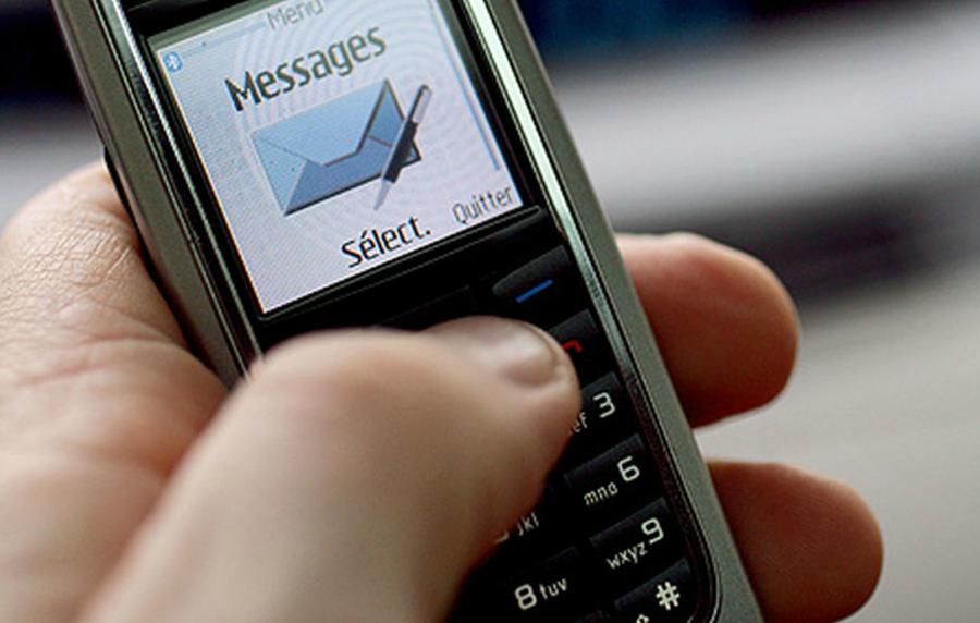 SMS-ul, pe cale de dispariție. Cum au reinventat giganții internetului mesageria clasică