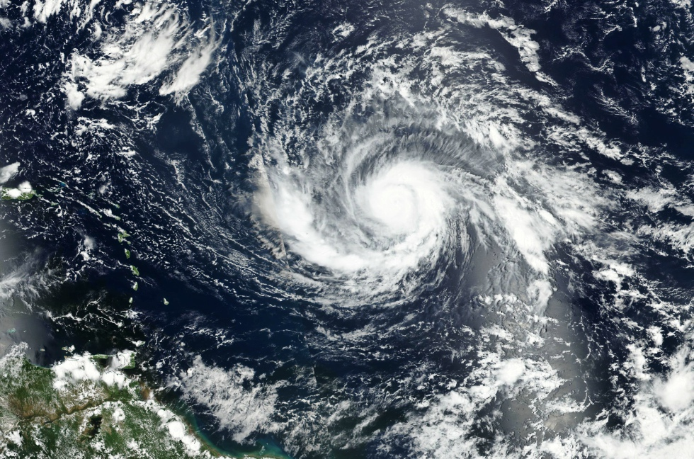 Ironiile lui Radu Paraschivescu la adresa cercetătorilor care cred că uraganele cu nume de femei sunt cele mai periculoase