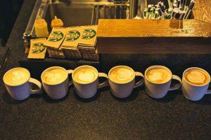 Starbucks merge în Centrul Vechi cu o nouă cafenea