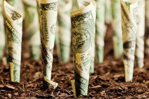 """Consiliul Concurenței investighează """"crimele"""" din sistemul bancar. În Occident, un scandal financiar asemănător a dus la amenzi de miliarde de dolari"""