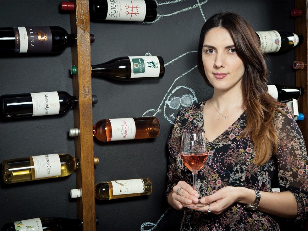 Cum a reușit o absolventă de Jurnalism să transforme un blog despre vinuri într-un magazin online cu venituri de mii de euro