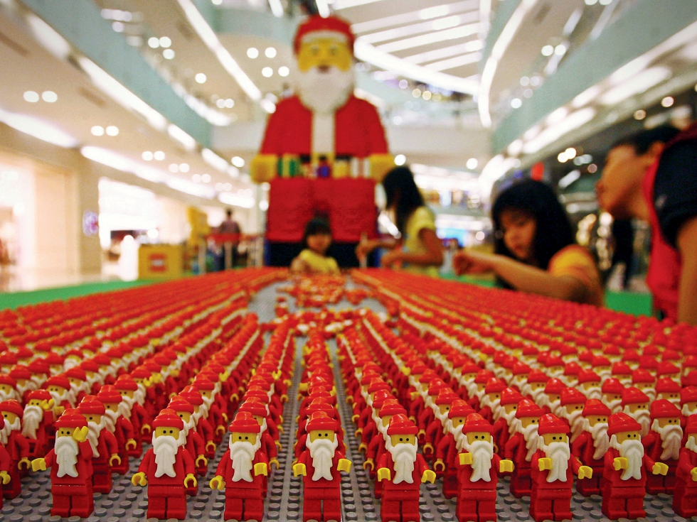 Moș Crăciun, mai darnic ca oricând cu producătorii și comercianții de jucării
