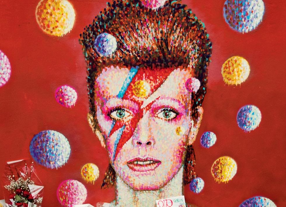 "Recomandare de carte: ""David Bowie. O stranie fascinație"", biografia unui geniu al extravaganței"