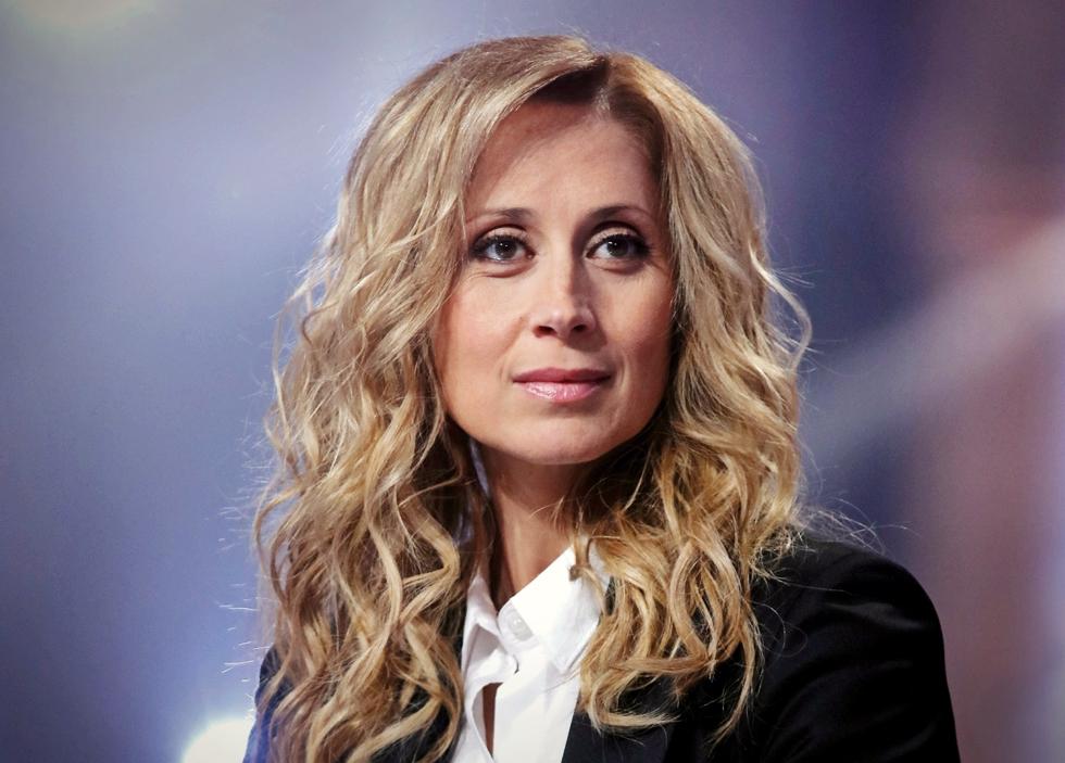 Lara Fabian, fata cu voce de înger, revine în România. De ce este comparată cântăreața de origine belgiană cu Céline Dion