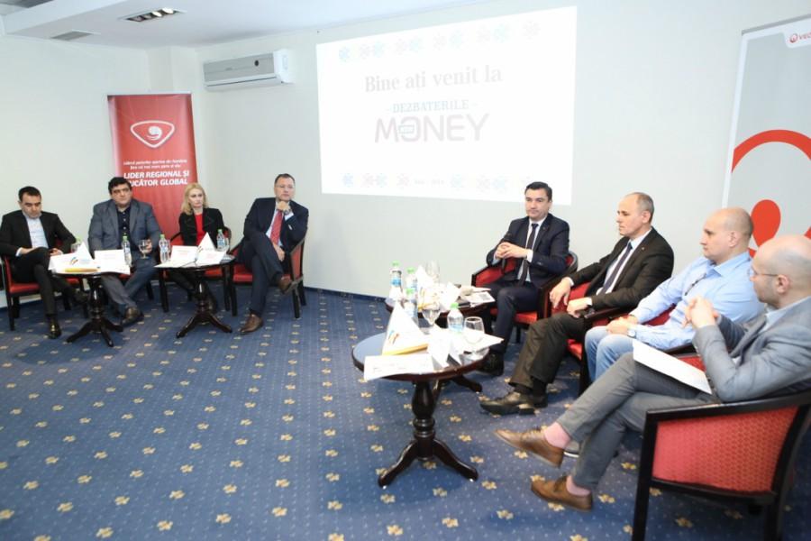 """Caravana NewMoney """"Centenar 2018"""", la Iași: care sunt ideile care pot salva România în următorul secol"""