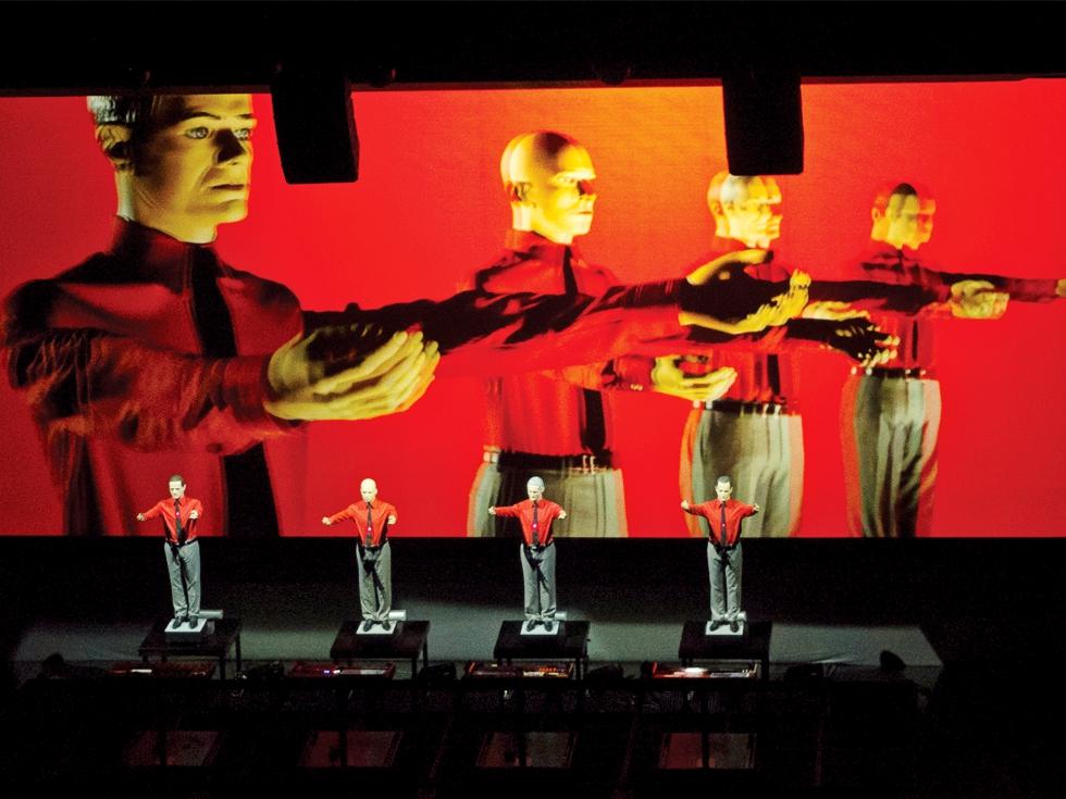"""Kraftwerk concertează la București. Ce au în comun ciclismul și muzica, în viziunea """"părinților muzicii electronice"""""""