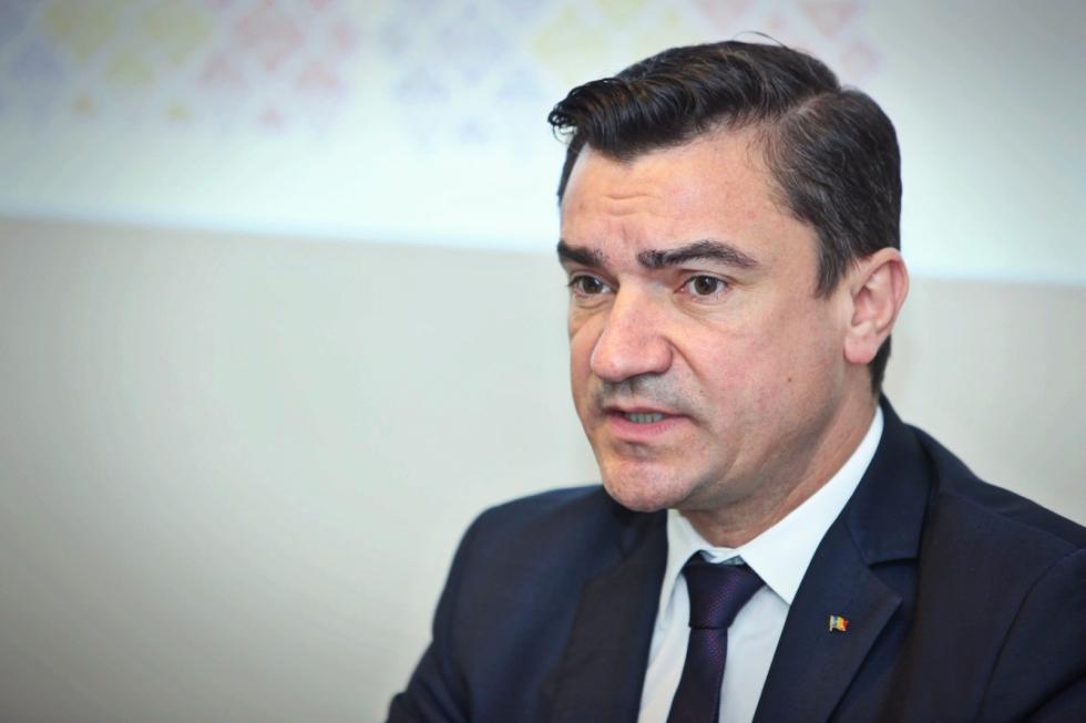 Cum l-a ironizat Mihai Chirica pe Liviu Dragnea în ziua în care a fost pe punctul de a fi suspendat din partid