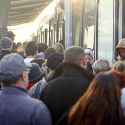 Eșec pentru Firea: Decizia de atribuire de la licitația pentru tramvaie, anulată de CNSC
