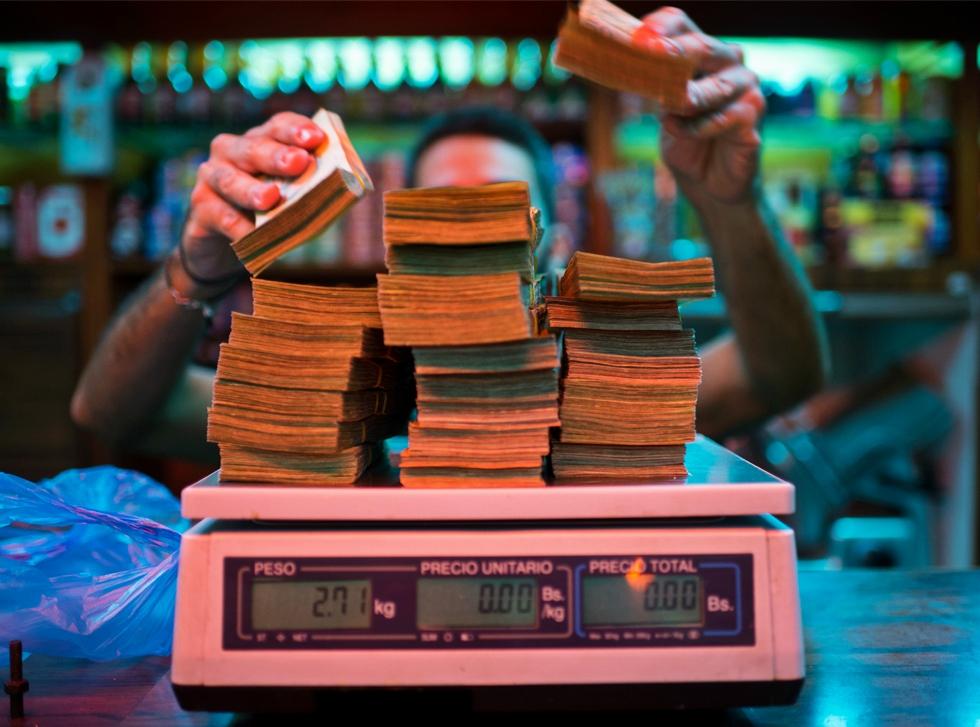 Prognoză FMI: Inflația din Venezuela va ajunge la 1.000.000% în acest an
