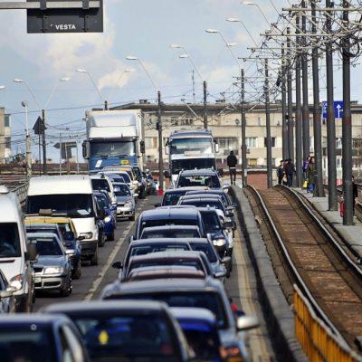 Firea modifică taxa pe oxigen: Cât va trebui să plătești dacă ai o mașină sub euro 5