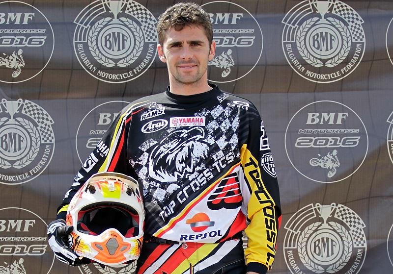 Un tânăr de 33 de ani, campion la motocross, face zeci de mii de euro din pasiunea sa