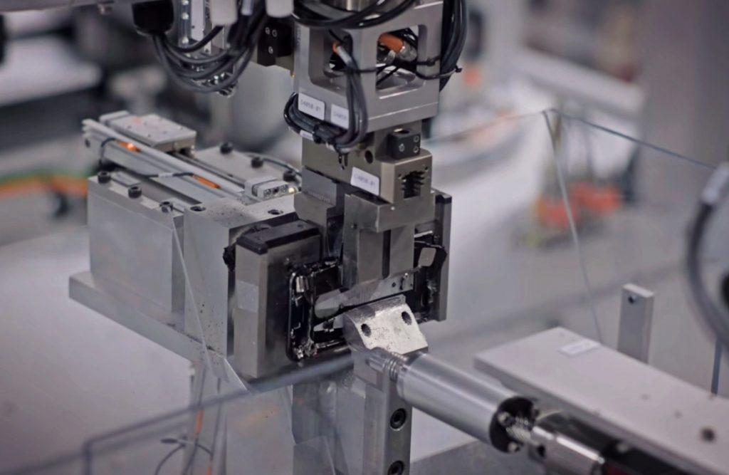 VIDEO Cum funcționează noul robot al Apple care dezasamblează mii de iPhone-uri zilnic