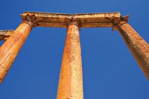 coloane grecia pilon pensii getty images