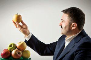 """Alchimistul din business: cum a """"prefăcut"""" un vrâncean o fabrică de vopsele în mere, vin și sucuri naturale"""