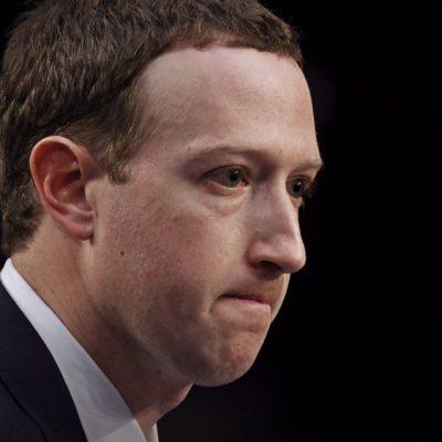 Mai mulţi acţionari ai Facebook susţin înlăturarea lui Mark Zuckerberg din funcţia de preşedinte al Facebook