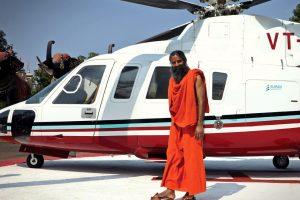 Yoga e profitabilă. Un ascet indian are venituri de peste un miliard de dolari pe an și vrea să depășească Nestle și Unilever